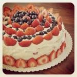 Letní tvarohový dort s ovocem