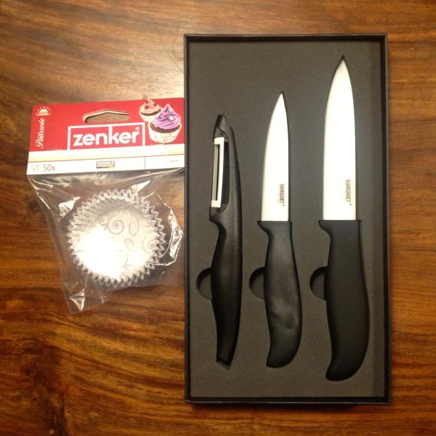 Popečeníčko dostalo i keramické nože a elegantní košíčky na muffiny. S tím se bude pracovat jedna báseň.