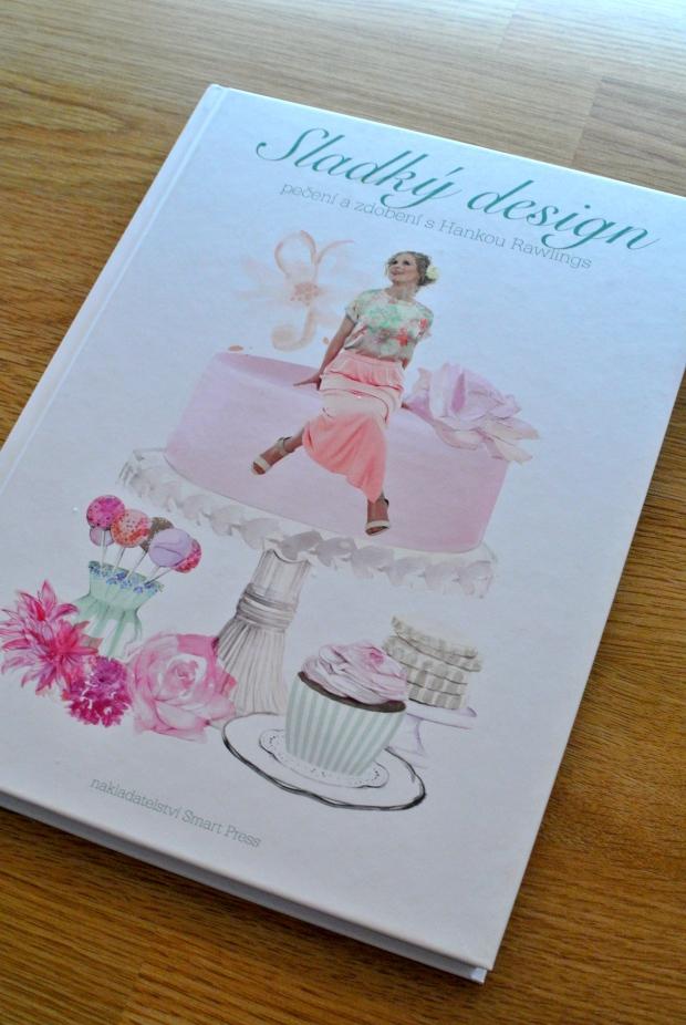 Sladký design od Hany Rawlings. Úžasná knížka plná tipů na to, jak správně dělat potahované dorty, muffiny, sušenky, cake pops.... Zatím jsem na začátku, ale už teď ji naprosto zbožňuju.