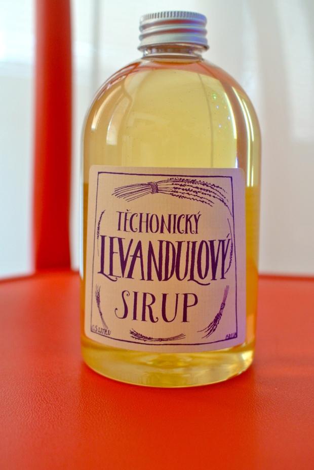 Levandulový sirup, se kterým budu moct dělat Popečeníčka s mojí oblíbenou levandulovou příchutí. Jupí!