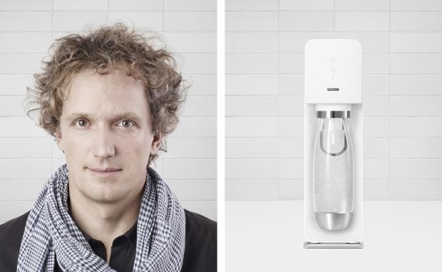 """Yves Béhar - designer výrobníku Source, o kterém říká, že je """"zredukovaný & rafinovaný""""."""