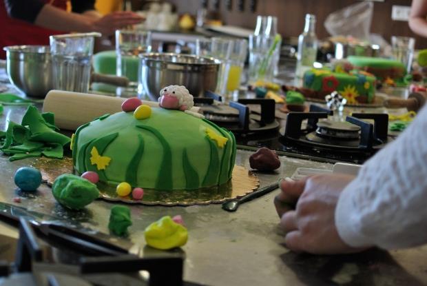 A tady už se dort rýsuje.