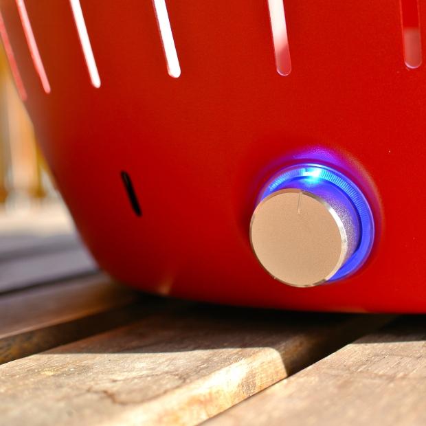 """Tlačítko sloužící k regulaci """"foukání"""" ventilátoru. Zároveň tímto ovlivníte teplotu grilování."""