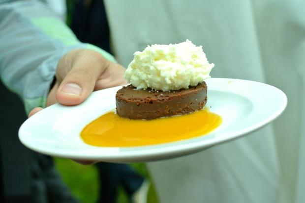 Chateau Liblice: Kaštanovo-čokoládový dort, zmrzlina z mascarpone a pomerančová omáčka.