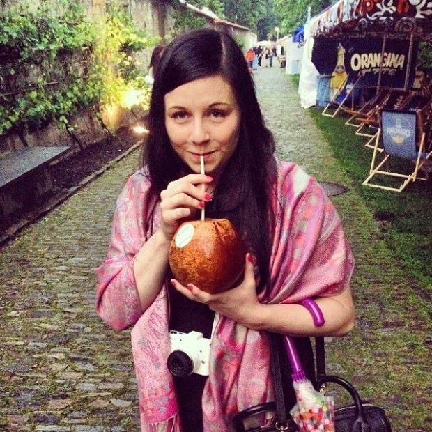 Já v celé své kráse, mládnu při pití madého kokosu.