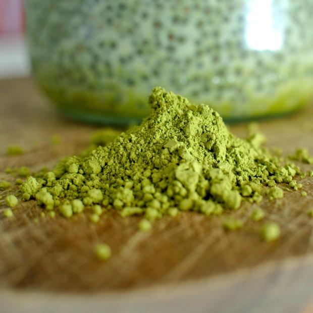 Matcha čaj je takhle zelený přirozeně, ačkoliv to vypadá jako jedno velké jedovaté barvivo.