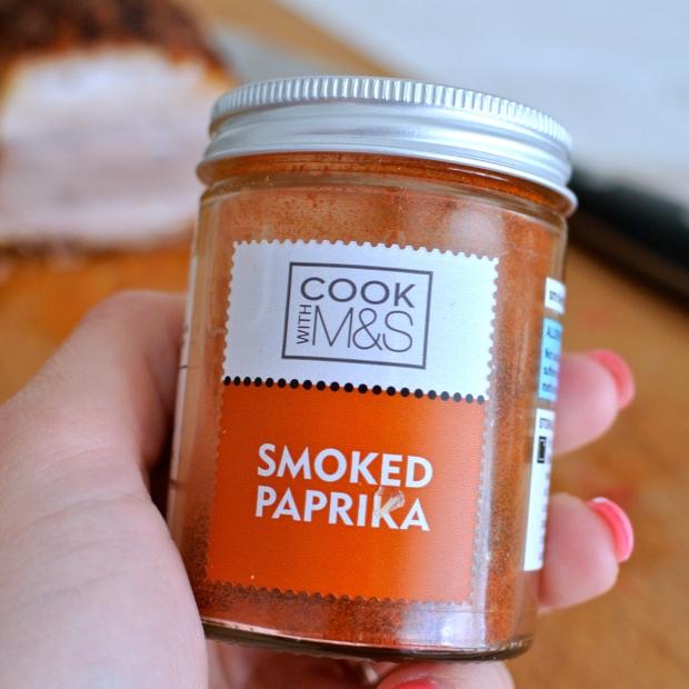 Uzenou papriku seženete v obchodě Marks&Spencer. Mají i uzené chilli vločky.