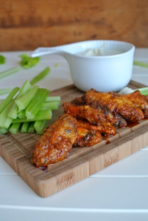 Buffalo wings & Blue cheese dip